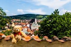 Urso de peluche Dranik em Cesky Krumlov foto de stock royalty free