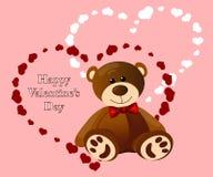 Urso de peluche engraçado no fundo dos corações imagens de stock