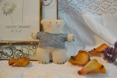 Urso de peluche feito a mão pequeno Fotografia de Stock