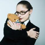 Urso de peluche huging da mulher de negócio fotos de stock