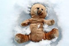 Urso de peluche na neve Fotos de Stock Royalty Free