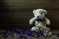 Urso de peluche no fundo de madeira, ainda vida Imagens de Stock