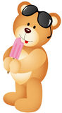 Urso de peluche que come o gelado Fotografia de Stock
