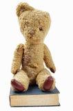 Urso de peluche velho e livro velho Imagem de Stock Royalty Free