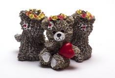 Urso do bebê com coração no fundo branco foto de stock royalty free