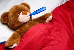 Urso doente da peluche Fotos de Stock Royalty Free