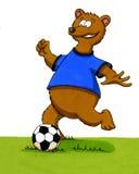 Urso dos desenhos animados que joga o futebol Foto de Stock