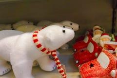 Urso polar do brinquedo do Natal pelo ano novo fotos de stock royalty free