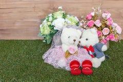 Urso romântico na cena do casamento Imagens de Stock Royalty Free