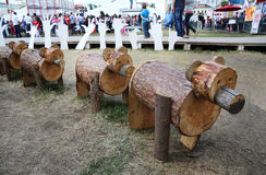 Ursos de madeira nas noites brancas do festival Foto de Stock Royalty Free