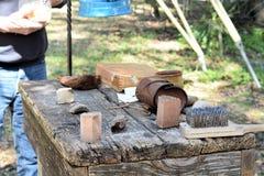 Ursprüngliche handgemachte Bürsten gemacht von der Kohl-Palme Stockfotos