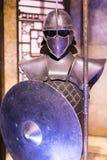 Ursprüngliche Kostüme von Schauspielern und von Stützen vom Film ` The Game von Throne ` in den Voraussetzungen des Seemuseums vo lizenzfreie stockfotografie