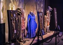 Ursprüngliche Kostüme von Schauspielern und von Stützen vom Film ` The Game von Throne ` in den Voraussetzungen des Seemuseums vo lizenzfreie stockfotos