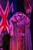 Ursprüngliche Kostüme von Schauspielern und von Stützen vom Film ` The Game von Throne ` in den Voraussetzungen des Seemuseums vo lizenzfreies stockfoto