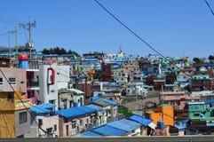 Ursprüngliche und bunte Gebäude in Pusan, Südkorea stockfotos