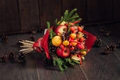 Ursprünglicher Blumenstrauß des Gemüses und der Früchte Lizenzfreies Stockbild