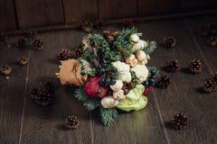 Ursprünglicher Blumenstrauß des Gemüses und der Früchte Stockbild