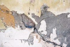 Ursprünglicher Hintergrund des Naturzementgipses auf der Wand der grauen Ebene mit der Beschaffenheit von Sprüngen und von Ziegel Stockbilder