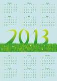 Ursprünglicher Kalender auf einem grünen Hintergrund Stockbilder