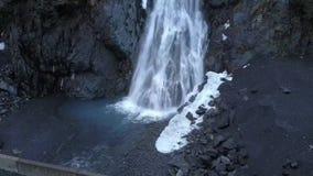 Ursprünglicher Wasserfall in Alaska stock video footage