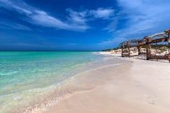 Ursprunglig kubansk strand i den Cayo cocoen Arkivfoto