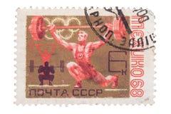 URSS - CERCA DE 1968: Um selo impresso no weightlif das mostras imagem de stock royalty free