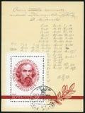 URSS - 1969: mostras D.I. Mendeleev (1834-1907) e fórmula com correções de autor, século da lei periódica fotos de stock
