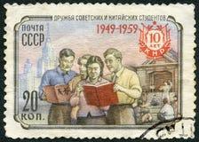 URSS - 1959: mostras soviéticas e estudantes chineses, amizade, seri Fotos de Stock Royalty Free