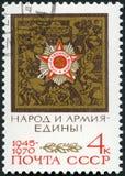 URSS - 1970: muestra la orden del gran aniversario patriótico, 25to de la victoria patriótica de la guerra y de la Segunda Guerra Imagen de archivo