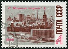 URSS - 1967: o hotel Rússia e Spasski das mostras eleva-se, Kremlin, devo Fotos de Stock Royalty Free