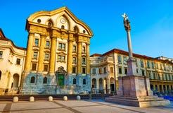 Ursuline三位一体教会的门面国会正方形的-巴洛克式的纪念碑,卢布尔雅那,斯洛文尼亚 库存照片