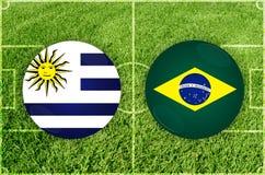 Uruguai contra o fósforo de futebol de Brasil fotografia de stock
