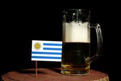 Urugwaj flaga z piwnym kubkiem na czerni Obraz Stock