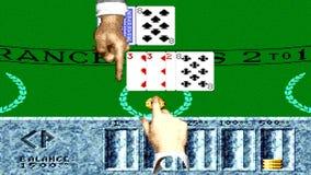 URYUPINSK RUSLAND - APRIL 7, 2016: De console Sega Genesis Caesars Palace van het Gameplayspel - zwarte Jack casino retro console stock video