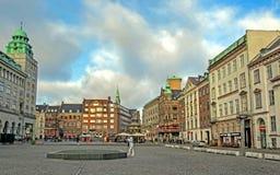 Urząd Miasta kwadrat z punktami zwrotnymi i kolorowymi typowymi budynkami Skandynawskimi dziejowymi, architektonicznymi, Kopenhag zdjęcie royalty free