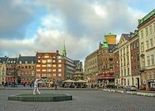 Urząd Miasta kwadrat z punktami zwrotnymi i kolorowymi typowymi budynkami Skandynawskimi dziejowymi, architektonicznymi, Kopenhag zdjęcie stock