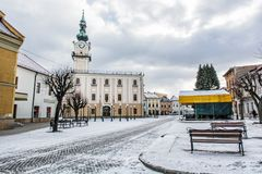 Urząd miasta w głównym placu, Kezmarok, Sistani, zimy scena Zdjęcie Royalty Free
