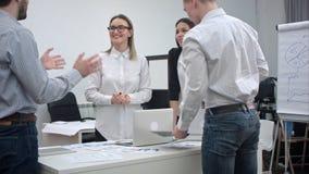 Urzędnicy dyskutuje pomysły dla projekta zdjęcia royalty free