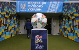 Urzędnik zapałczana piłka UEFA narody Ligowi obraz royalty free