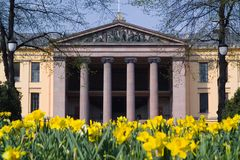 urzędową budynku wiosny obrazy stock