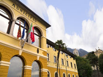 Urzędu Miasta budynek przy Malcesine na Jeziornym Gardzie w Północnym Włochy Zdjęcie Royalty Free