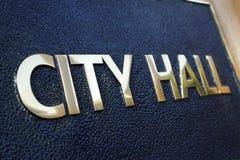 Urzędu Miasta budynku wejścia znaka zakończenie up Zdjęcie Royalty Free