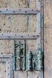 Urzędu Miasta kędziorek i drzwiowy ciągniemy wewnątrz Mons, Belgia Zdjęcie Royalty Free