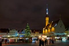 Urzędu miasta kwadrat w Tallinn w bożych narodzeniach Zdjęcia Stock