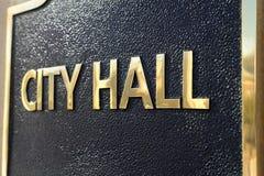 Urzędu Miasta ona urzędu miasta budynku szyldowy zakończenie up Obrazy Royalty Free