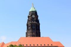 Urzędu miasta wierza z złotym Rathausmann w Drezdeńskim Zdjęcia Royalty Free