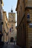 Urzędu miasta zegarowy wierza Provence, Francja fotografia stock