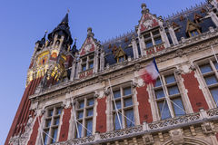 Urząd miasta (Hotel De Ville) przy miejscem Du Soldat Inconnu w Calais Obrazy Stock