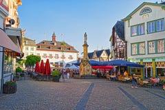 Urząd Miasta i Uliczny rynek na Marktplatz Linz am Rhein Obraz Stock