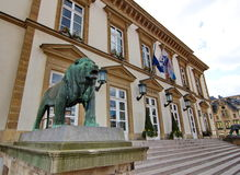 Urząd miasta Luksemburg lateral widok Fotografia Stock